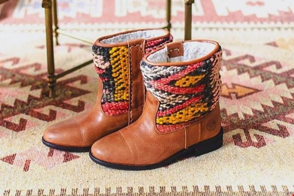 Gewinne ein Paar Stiefel im Wert von € 179,95 von The Kindreds!